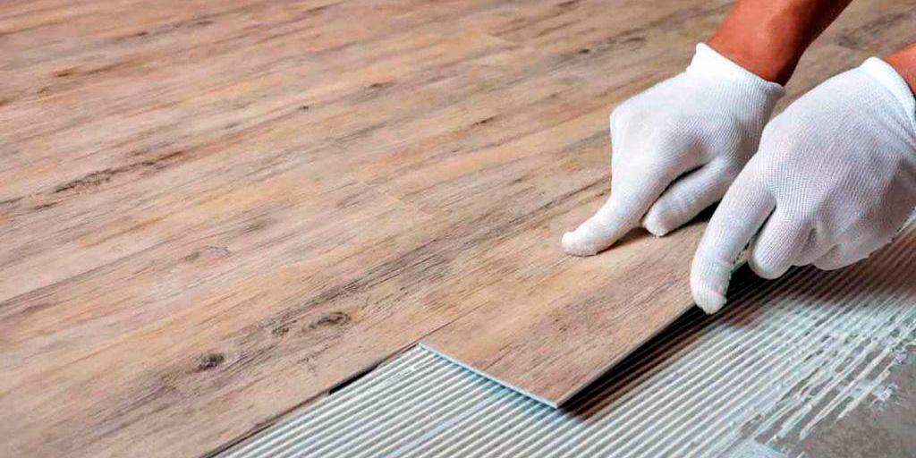 Укладка ПВХ напольной плитки